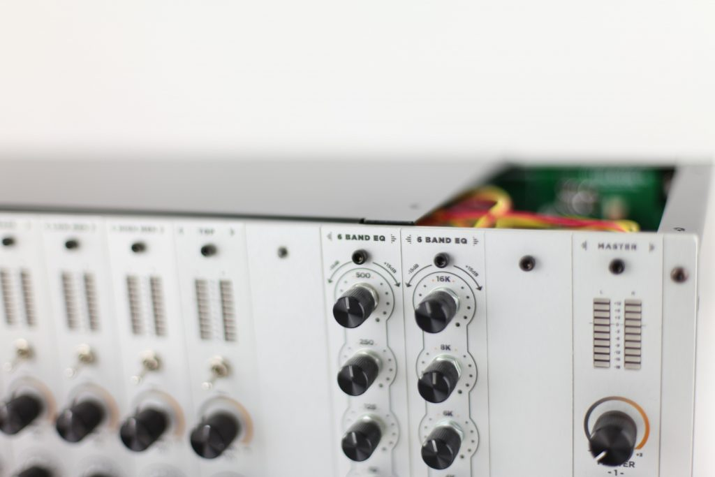 Modular Dub Preamp Remove Top Panel